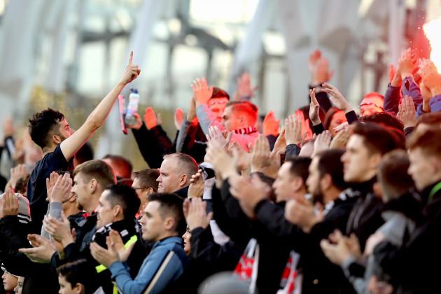 Dundalk fans applaud in the 29th minute in memory of Robert McLoughlin