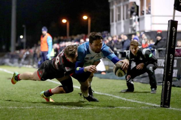 Barry Daly scores a try despite Darcy Graham