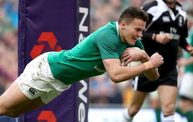 Jacob Stockdale scores his sides seventh try
