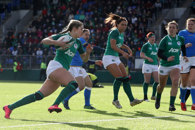 Megan Williams on her way to scoring a try