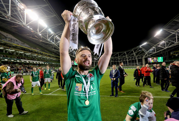 Greg Bolger celebrates with The Irish Daily Mail FAI Cup
