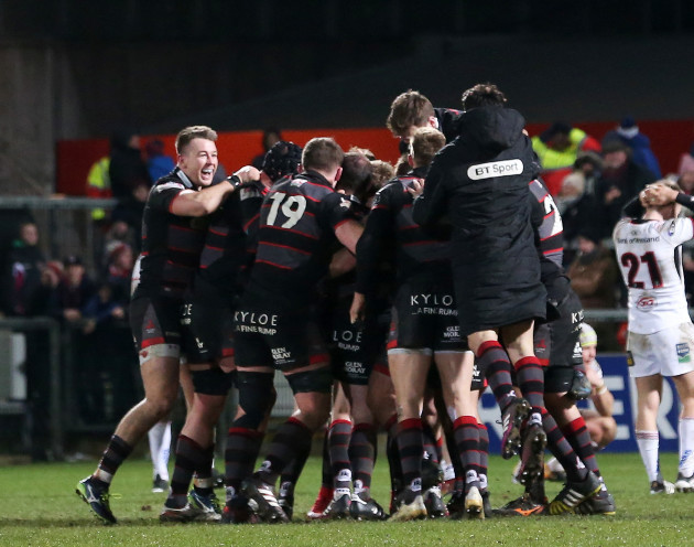 Edinburgh celebrate Duncan Weir's winning drop goal