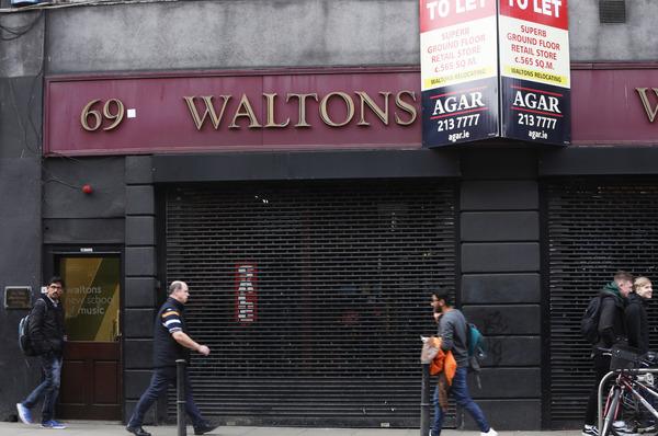 6142 Waltons Shop_90537332