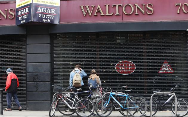 6183 Waltons Shop_90537329