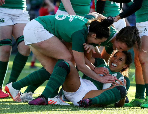 Sene Naoupu celebrates her try with teammates