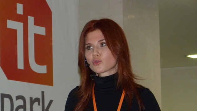 Anna_Chapman_2011_at_the_iCamp_conference_in_Kazan_(Tatarstan,_Russia)_017