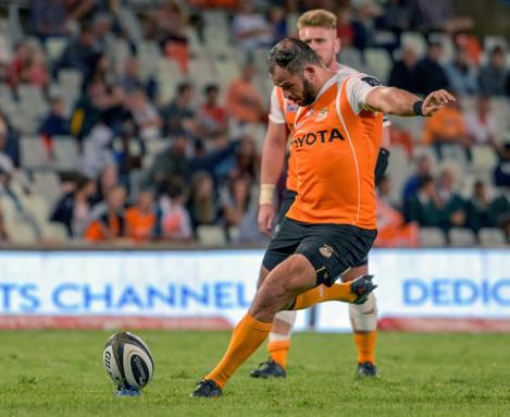 Niel Marais kicks at goal