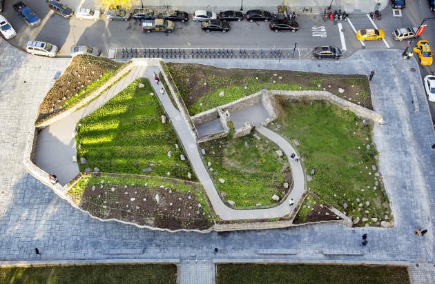 Irish Hunger Memorial renov 745 med