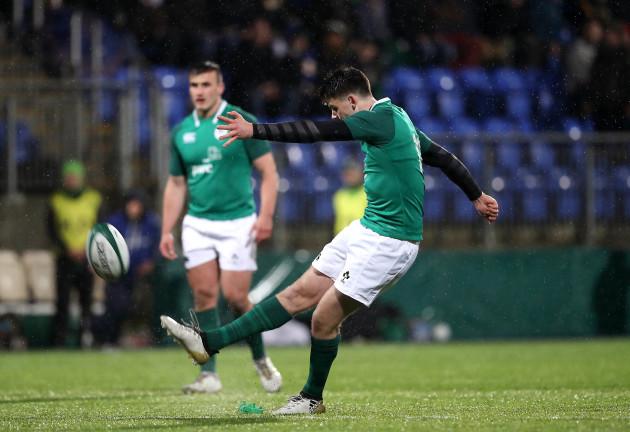 Harry Byrne kicks a penalty