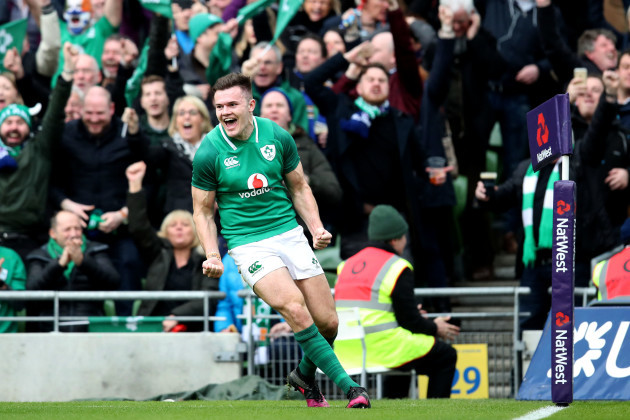 Jacob Stockdale celebrates scoring a try
