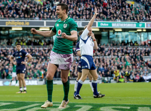 Johnny Sexton celebrates as Conor Murray scores a try