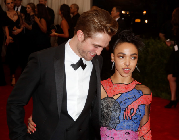 Who is robert pattinson currently dating 2019