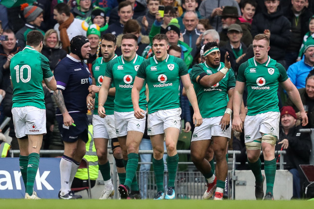 Jacob Stockdale celebrates scoring a try with Conor Murray, Garry Ringrose, Bundee Aki and Dan Leavy
