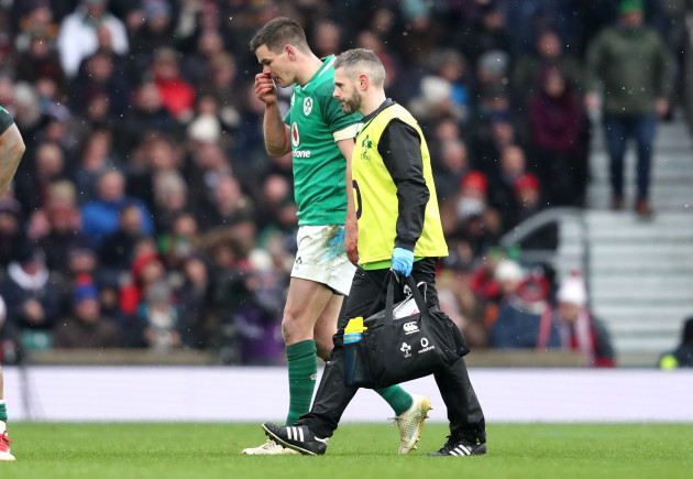 Johnny Sexton leaves the pitch with a blood injury