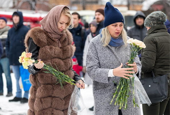 People pay tribute to victims of Kemerovo shopping mall fire