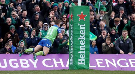 Matt Healy scores a try