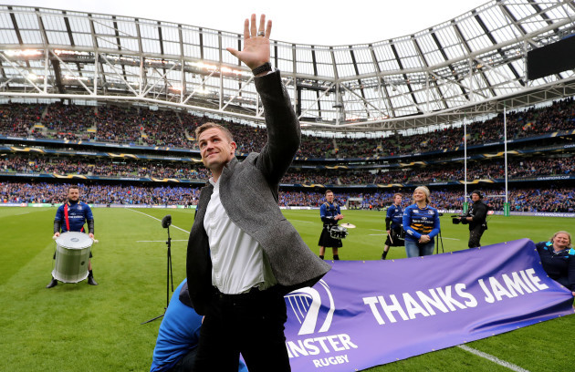 Jamie Heaslip is thanked by the crowd before the game