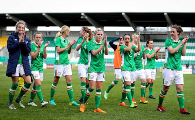 Ireland players acknowledge the crowd