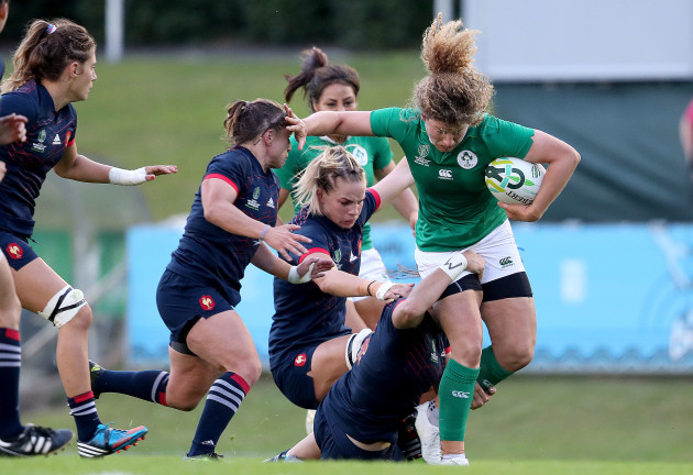 Jenny Murphy tackled by Gaelle Mignot and Lenaig Corson