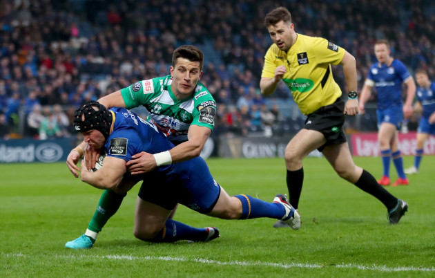 Richardt Strauss scores his sides opening try despite Tommaso Allan