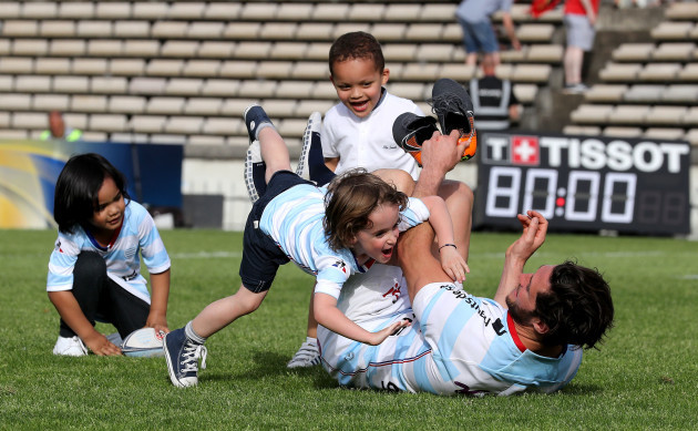 Maxime Machenaud celebrates with his son Gaspard after the game