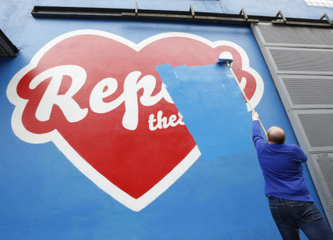 0210 Cian OBrien painting over Repeal mural_90543081
