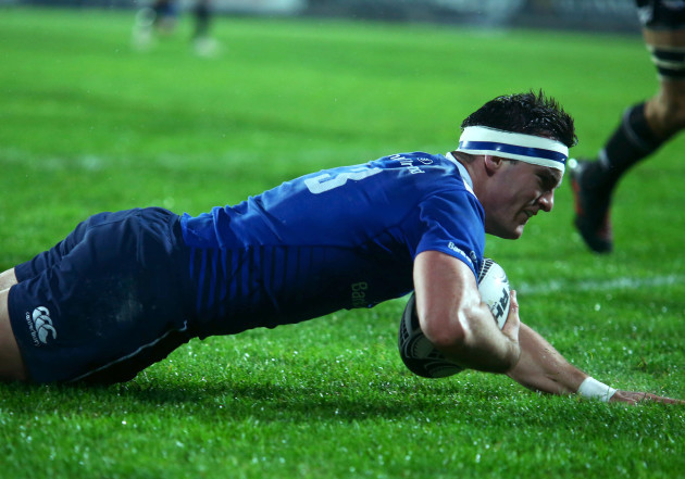 Tom Daly scores a try