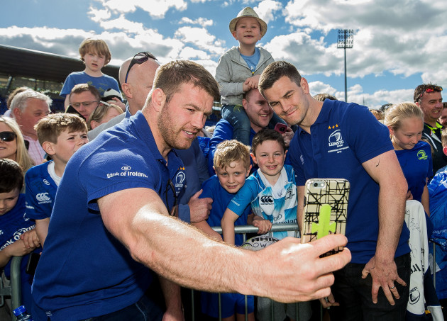 Sean O'Brien and Jonathan Sexton take selfies with fans