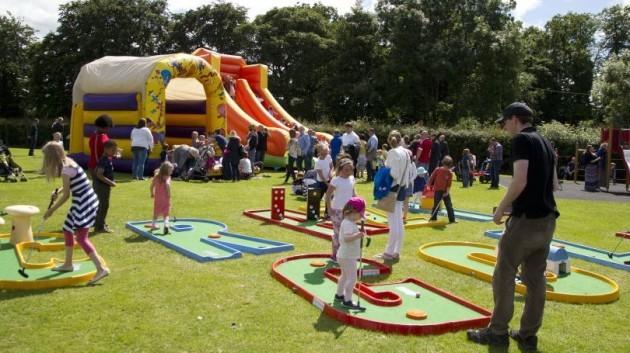 Family Fun Bouncing Castle 001 810x456