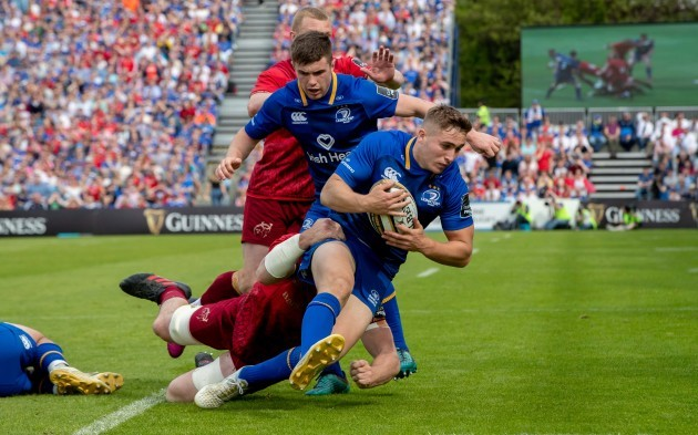 Jordan Larmour tackled by Peter O'Mahony