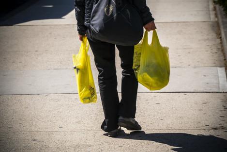 NY: New York plastic bag battle begins