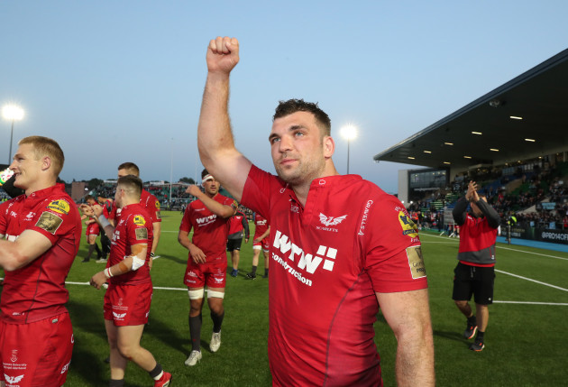 Tadhg Beirne celebrates after the game