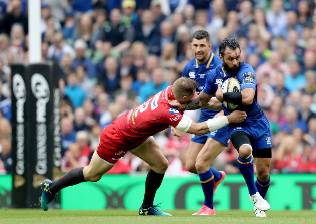 Isa Nacewa tackled by Hadleigh Parkes