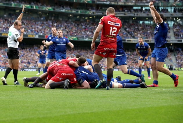 Devin Toner scores his sides first try