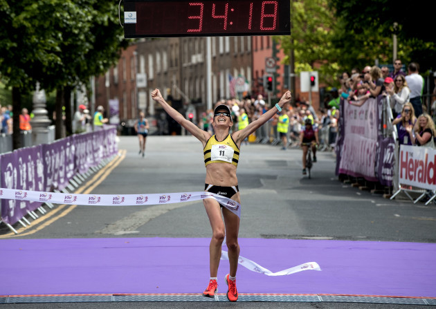 Lizzie Lee wins the 2018 VHI Women's Mini-Marathon in 34:18