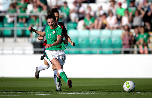 Leanne Kiernan shoots on goal