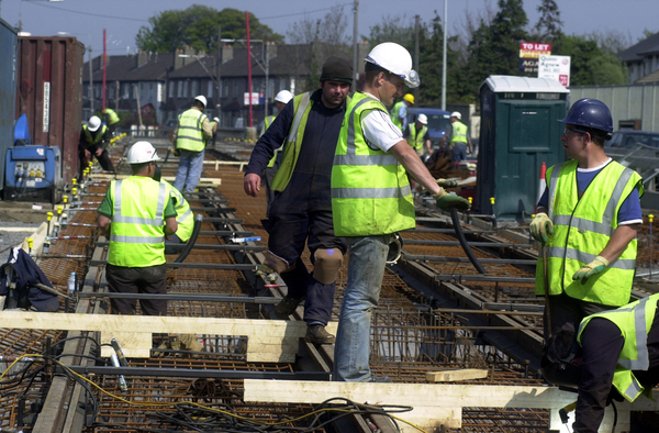 LUAS LIGHT RAIL PROJECTS CONSTRUCTION INDUSTRY WORKERS WORK RAILWAYS INDUSTRY IN IRELAND PUBLIC TRANSPORT TRAFFIC CHAOS DISRUPTION DUBLIN CITY SCENES DAMAGE TO SMALL BUSINESS HARD HATS