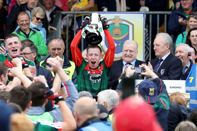 Ryan O'Donoghue lifts the trophy