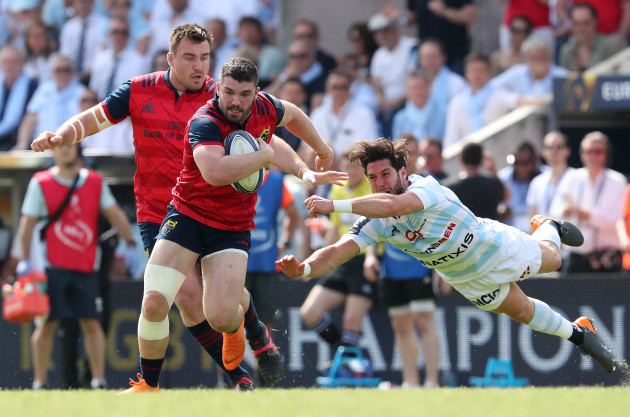 Munster's Sammy Arnold supported by Niall Scannell goes past Racing 92's Maxime Machenaud
