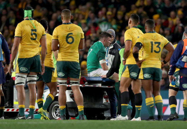 Peter O'Mahony leaves the pitch injured