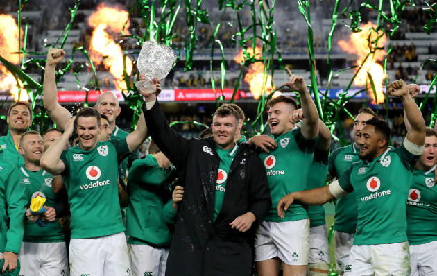 Johnny Sexton and Peter O'Mahony lift the Lansdowne Cup