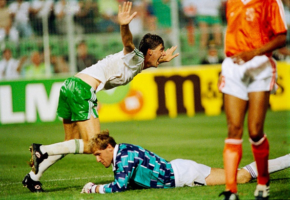 Niall Quinn scores