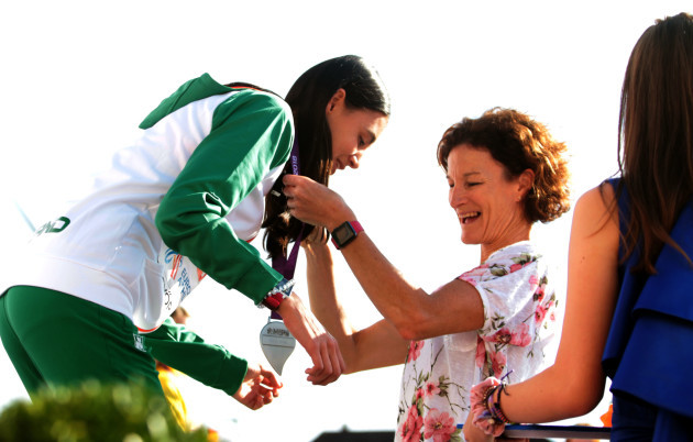 Sophie O'Sullivan is presented with her silver medal by her mother Sonia O'Sullivan