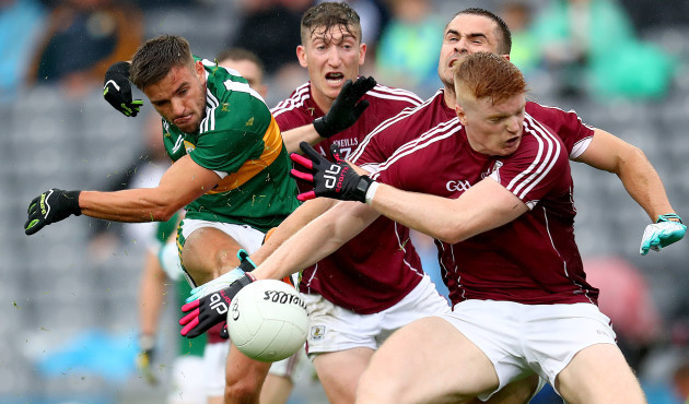 Micheal Burns blocked by Johnny Heaney, Cathal Sweeney and Sean Andy O Ceallaigh