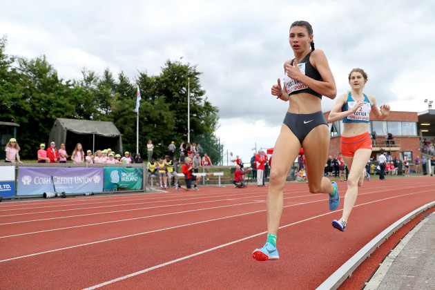 Sophie O'Sullivan and Stephanie Cotter during the junior women's 1500m