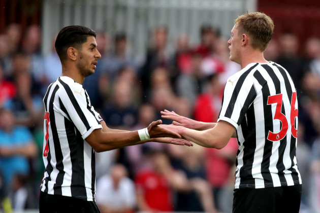 Ayoze Perez celebrates with Sean Longstaff after he scored a goal
