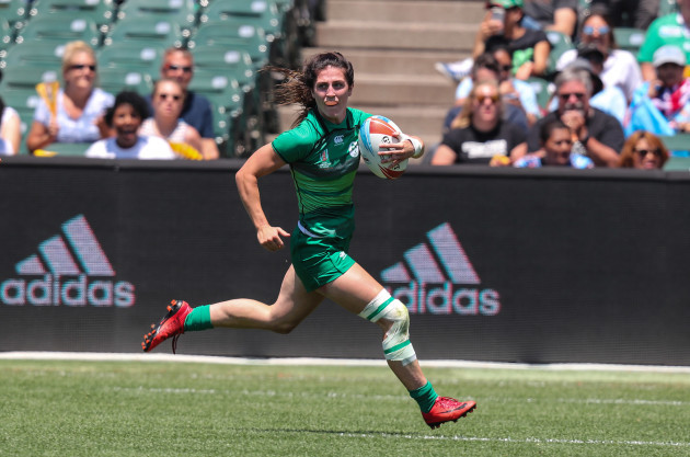 Ireland's Amee Leigh Murphy Crowe runs in for a try