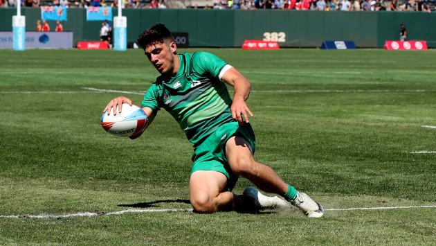 Ireland's Jimmy O'Brien scores the winning try