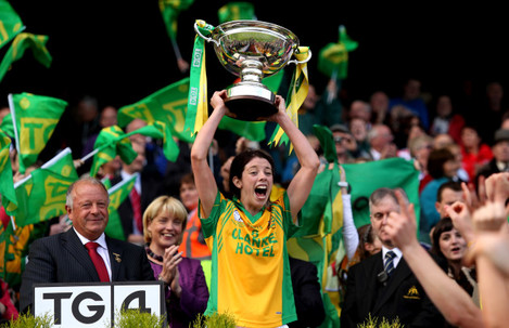 Aoife McDonnell lifts the trophy