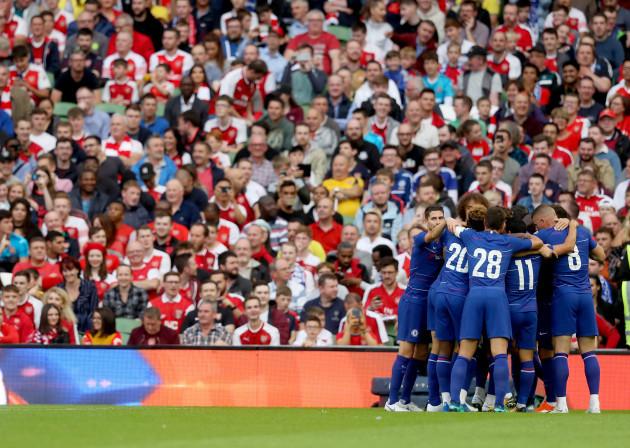 Chelsea celebrate the goal of Antonio Rudiger